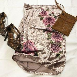 Acting Pro bold floral velvet pencil skirt.